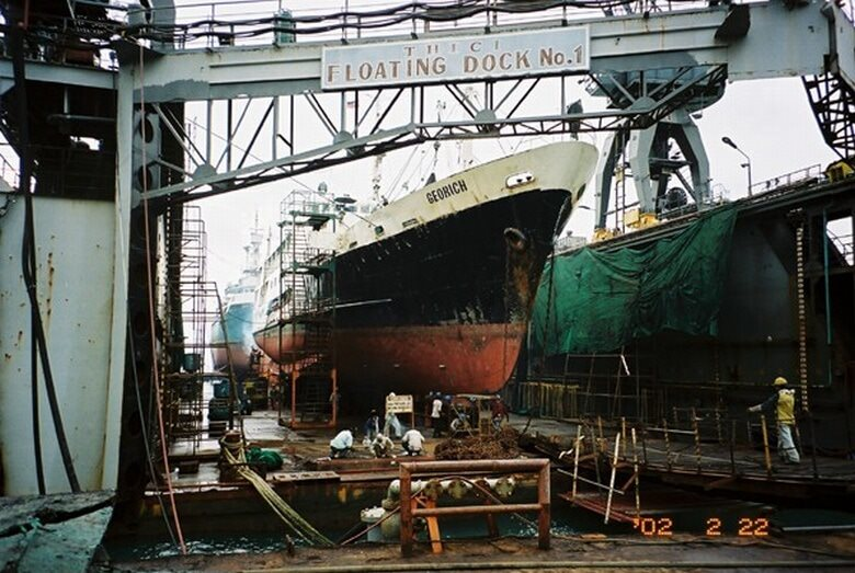 造船所の浮きドック